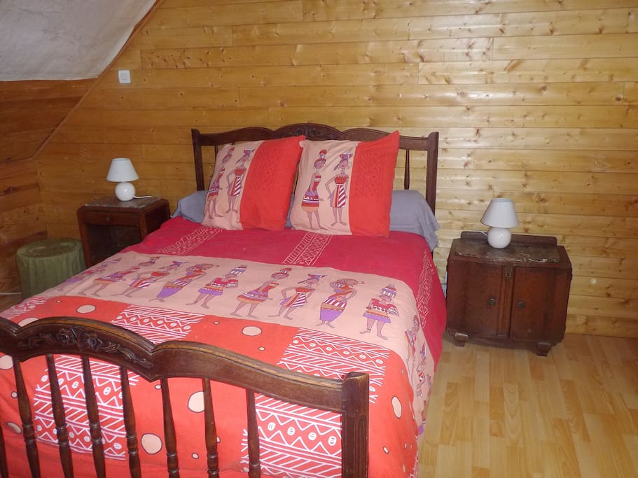 Chambre eireranne houses for rent in lop rec bretagne for Chambre french translation