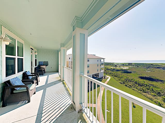 A spacious 3rd-floor balcony provides seating for 6 and a tremendous view of the bay.