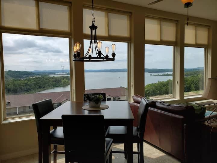 Lakeview Paradise Getaway at Majestic Condo