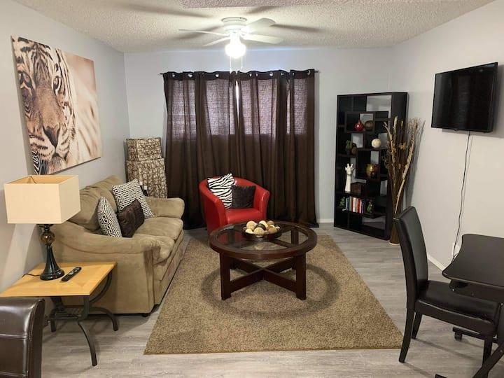 Spacious 1 Bedroom Suite in Mount Royal Area