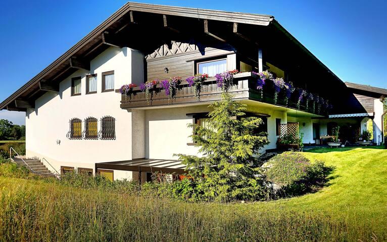 Wohnung Florian | Bachblick Übersee