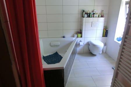 1,5 Zimmer mit Küche,und Badben. - Hatten - House - 2