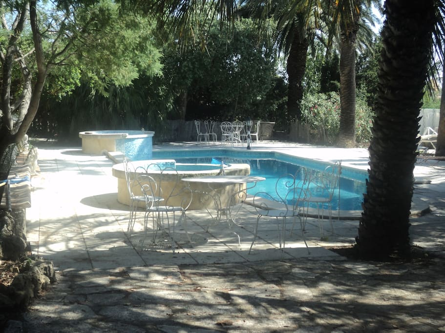 Castle avec piscine priv e villas for rent in roquebrune for Piscine roquebrune sur argens