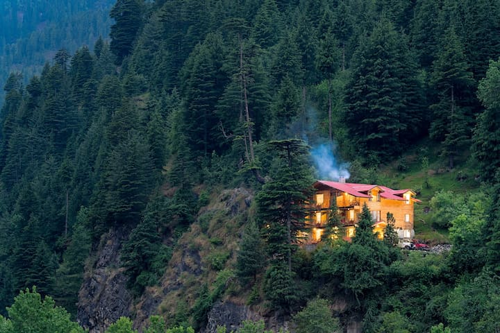 8 room Luxurious Himalayan Chalet