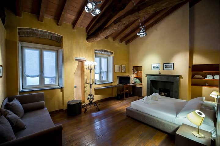 """La Casazza"" historical house with hotel service."