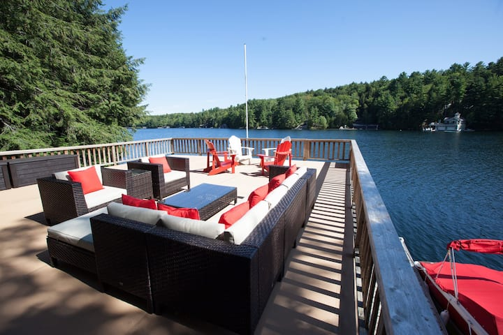 Lake Joseph Waterfront Cottage