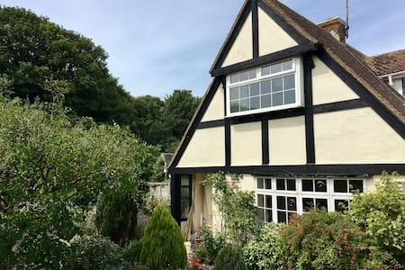 Camden Cottage, Walmer - very close to the sea