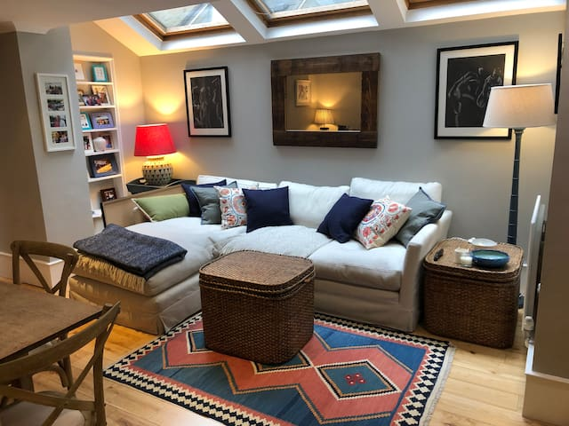 Bright and sunny garden flat in Earlsfield