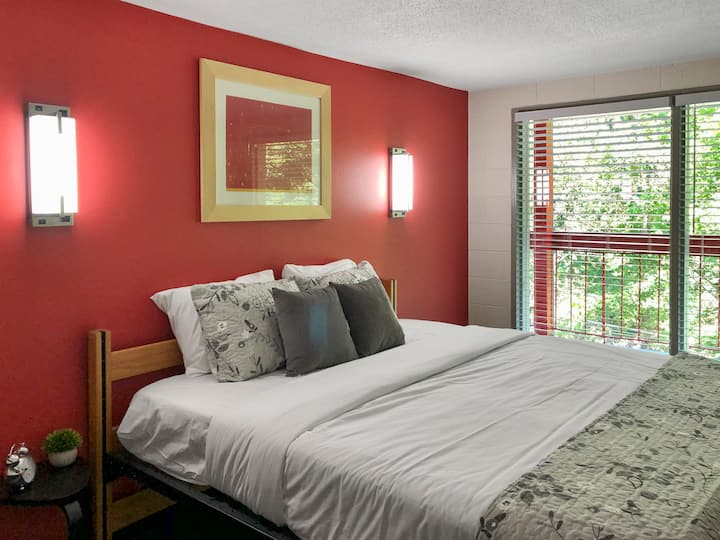 Private King Room (15 minute walk to downtown)