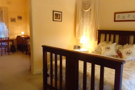 Cowes Cottages B&B Room - 'The Ivory Suite' - Cowes
