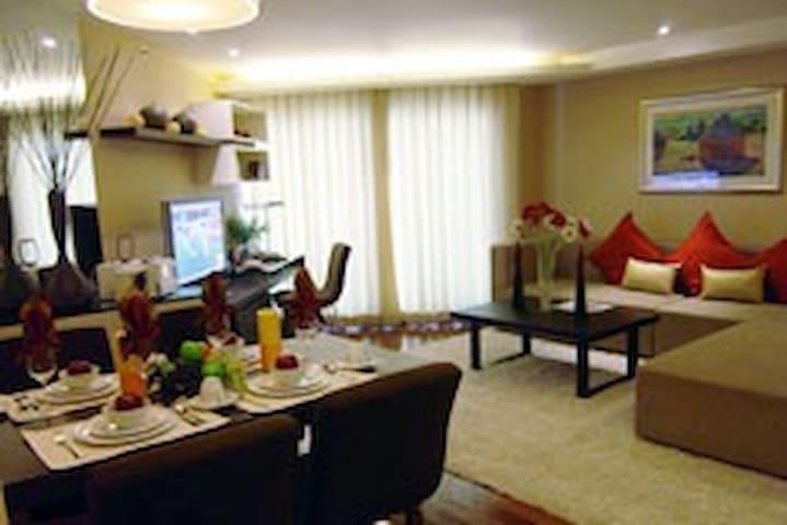 Hotel Living with THAI HOSPITALITY TOUCH - Bangkok