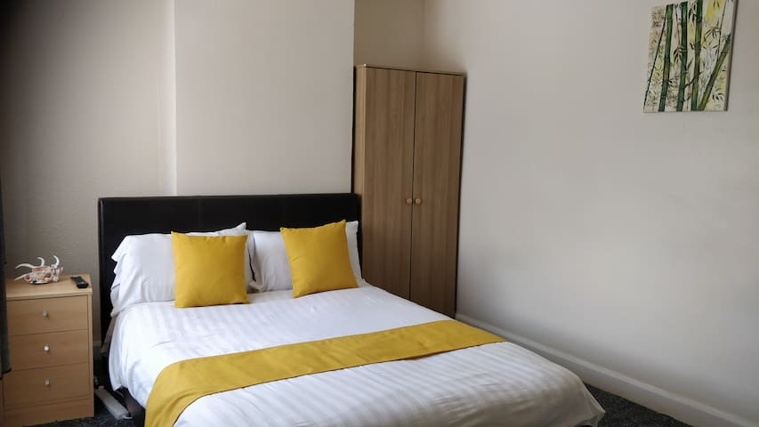 Selly Oak & Harbone- close to QE Hospital & UOB