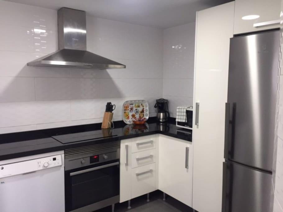 Spacious fridge, stove and oven, dishwasher, microwave etc.