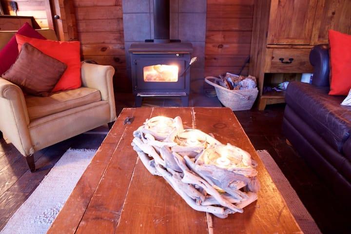 Lakeside Cozy Bear Cabin