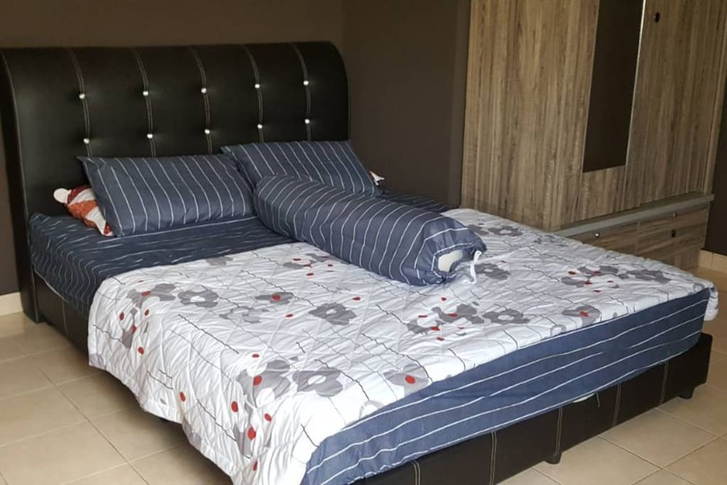 single bed with fliped out bed