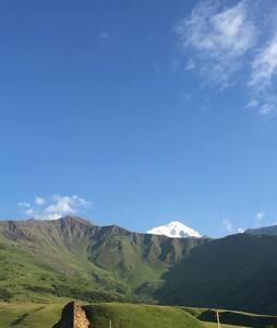 Завораживающие пейзажи гор и водопадов в с.Даргавс
