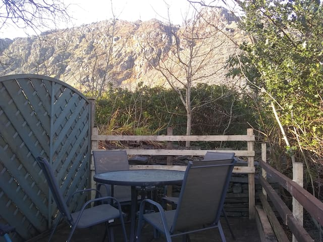 rear raised deck with mountain views