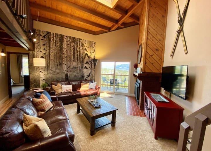 NEW!Top Floor Panoramic Views 2bd+large loft condo