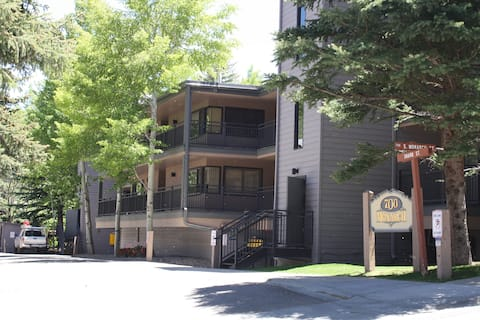 Gorgeous Aspen Condo By Lift #1, Ski In, Parking!