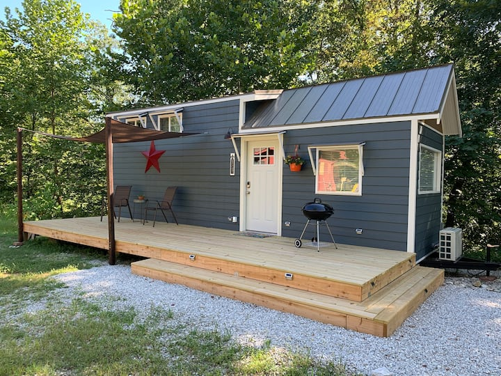 NEW! Branson Tiny Home in Quiet Neighborhood