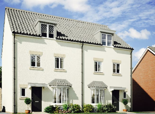 Cardiff: close to airport/motorway & city transfer