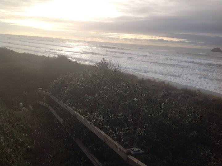 Sea Escape Oceanfront lodging rm#5