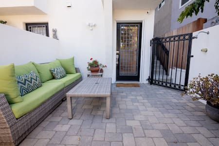 * Venice Beach Rental – 1.5 Blocks to Beach!