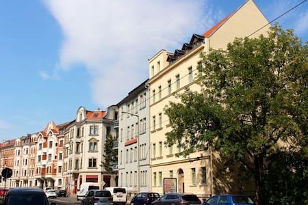 Frisch sanierte Altbauperle - super zentral!