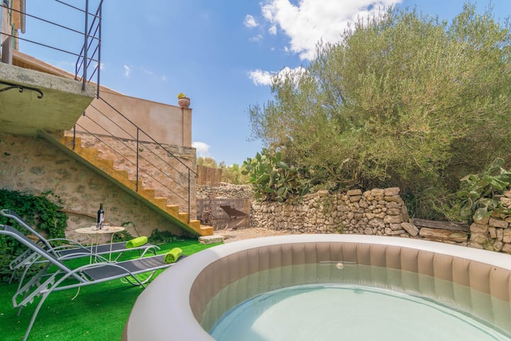 SON BANUS - Chalet with private garden in Manacor. Free WiFi