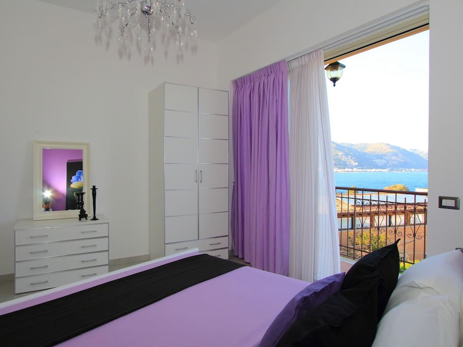 Bedroom with seaview from the bed