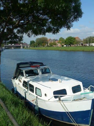 Vedette hollandaise à Bruges - Brujas - Barco
