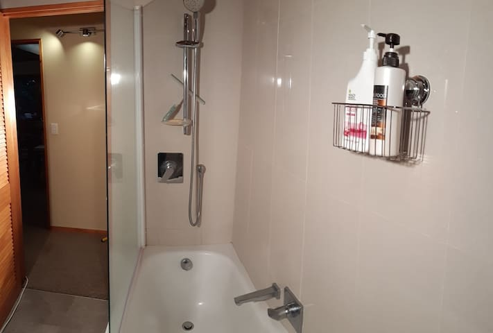 Quality taps and fixtures with bathtub and shower combo. Soap and shampoo provided