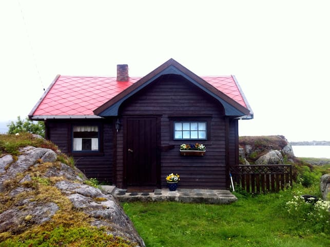 Cabin in the middle of Lofoten - Gimsøysand - Houten huisje