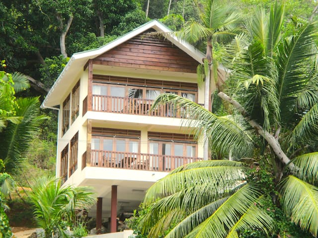 "Healing Islands Chalet ""Fler"" - Anse Royale"