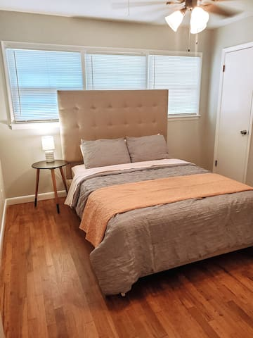 Guest bedroom #1. Queen size bed.