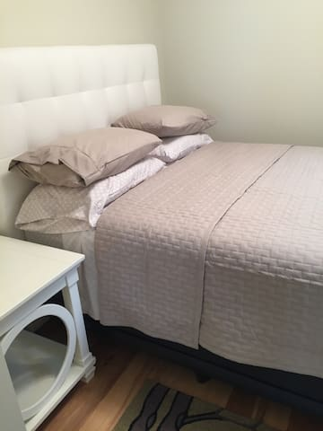 New and Comfy  linens and a queen size bed!