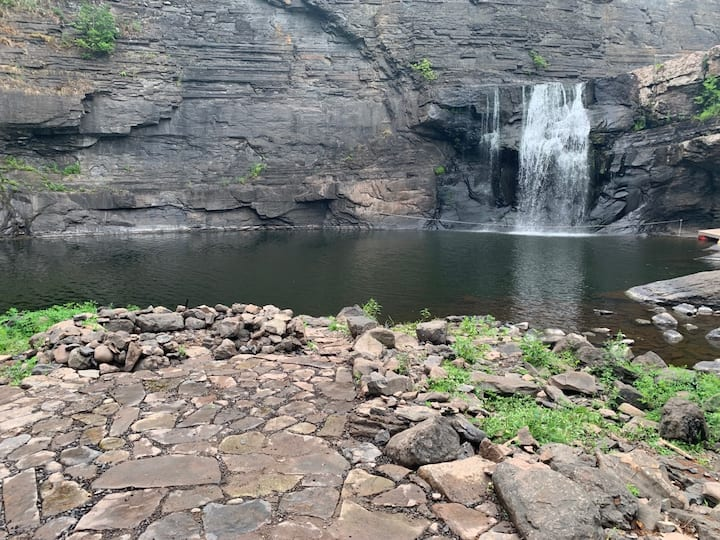 Apt on 20-acre land, Private Waterfall near Hunter