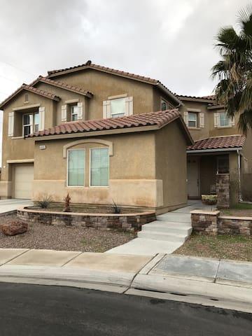 Big and spacious home - North Las Vegas
