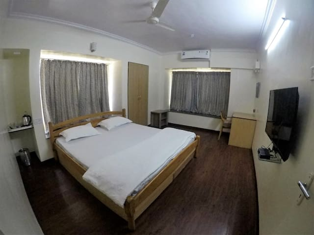 AC Studio Apartment Near Osho Ashram