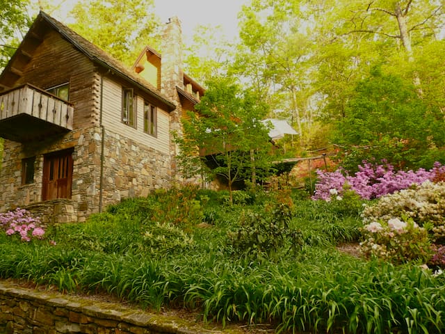 Green living in quiet setting. - Lake Toxaway - Rumah