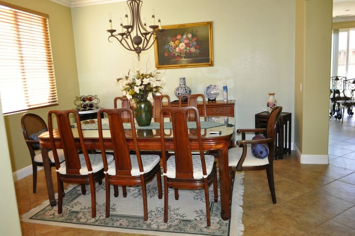 Clean, beautiful home, close to the outlet store - San Jacinto - Bed & Breakfast