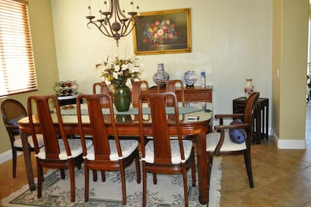 Clean, beautiful home, close to the outlet store - San Jacinto