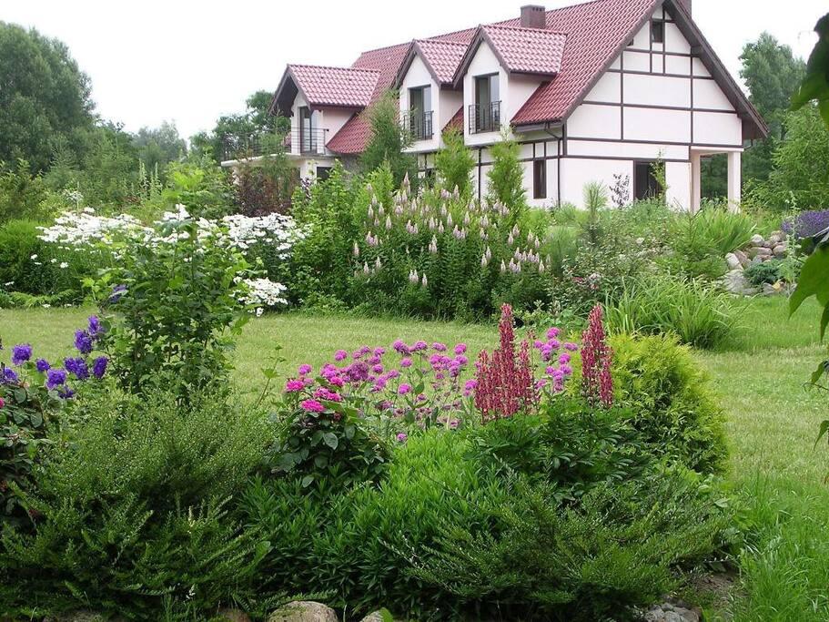Ekopensjonat Villa Orlik*** koło Barlinka otoczona ogrodem .