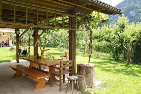Casa Zugliani nelle Dolomiti, con grande giardino