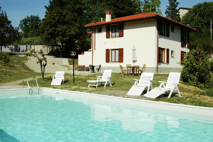 Tranquil Holiday Home in Vicchio with Swimming Pool