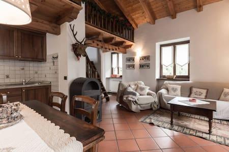 luminoso trilocale con soppalco vista Monte Bianco - Courmayeur - Appartamento