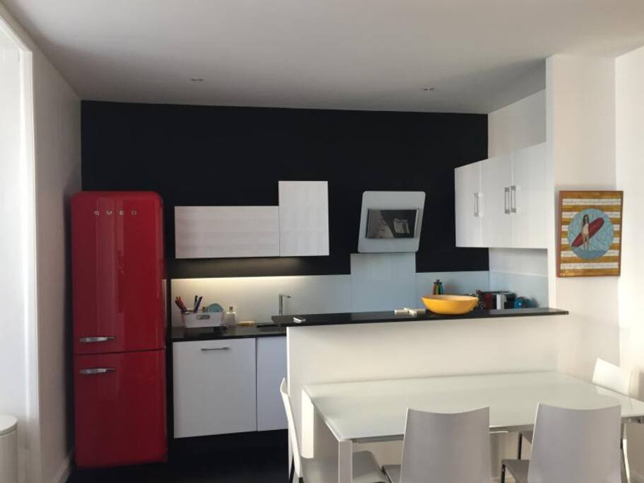 Cuisine fonctionnelle et design... Nice kitchen with everything.
