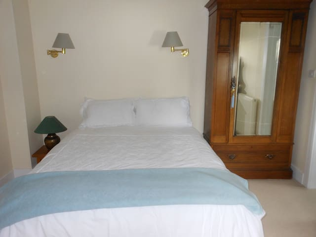 Restful room near town centre - Perth - House