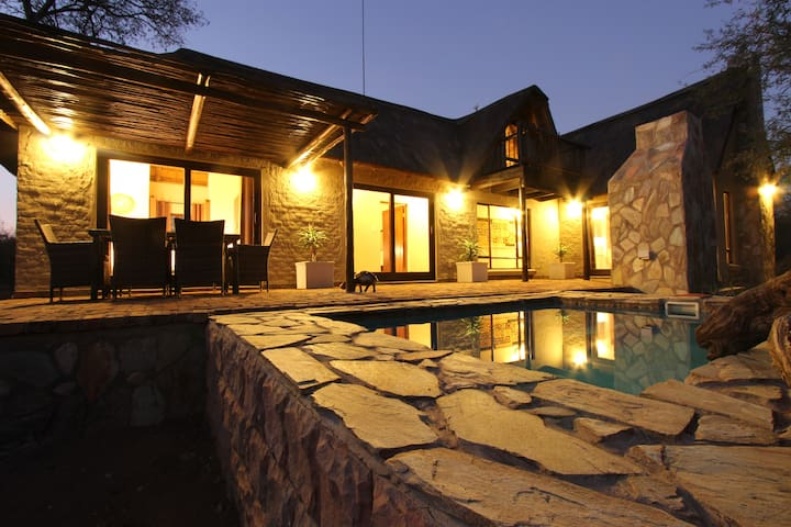 Giraffe Lodge close to Kruger Park