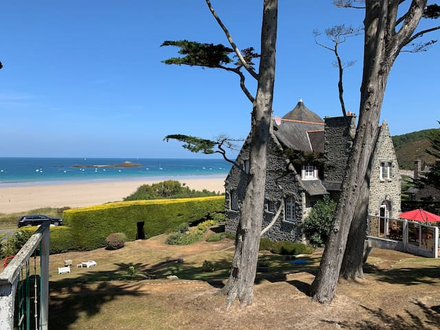 Cosy Holiday Home Directly on the Beach with Wi-Fi, Fireplace and Terrace
